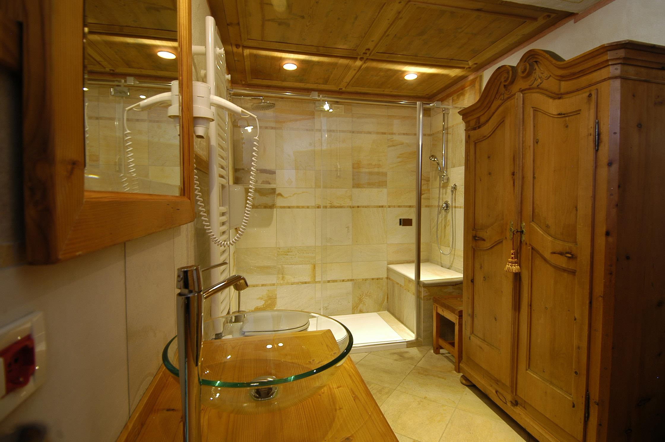 camping-car or caravan + private bathroom with shower (end cleaning)