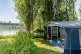 Pitch - Pitch *** Along The Seine - Camping Sandaya International Maisons Laffitte