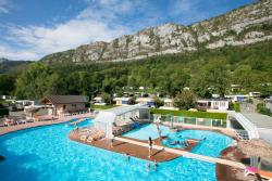 Establishment Camping Les Fontaines - Lathuile