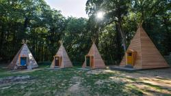 The  Tipi Village Is Composed Of 3 Small Wooden Teepees  (Up To 2 Pers) And 4 Large Wooden Teepees  (Up To 5 Pers). In Each Teepee There Are Beds, Heating And Electricity. Right Next To The Teepee Vil