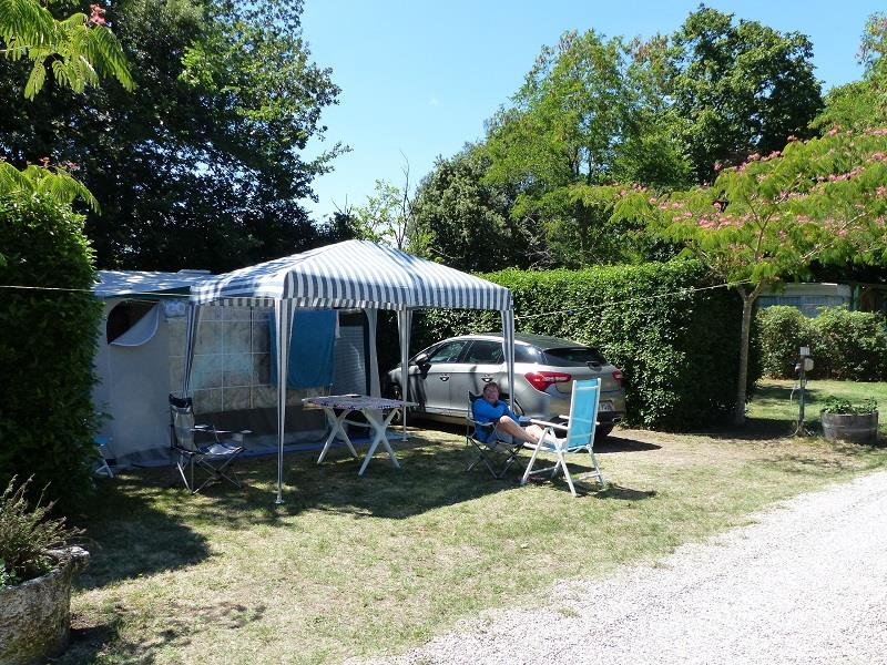 Camping le martinet rouge camping le cambou 11390 for Camping a carcassonne avec piscine