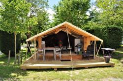 Huuraccommodaties - Tent Confort Cabanon 19M² - 2 Kamers - Camping Lou Rouchetou