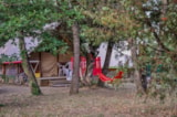 Huuraccommodaties - Cabane Canadienne 2 chambres D - 19m² + Terrasse - sans sanitaires - Camping L' Ombrage