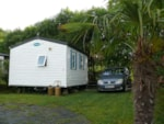 Rental - bedroom mobile home 4-person, double slope roof, 24 m², semi-covered wood terrace - Plein Air Locations camping Oyam