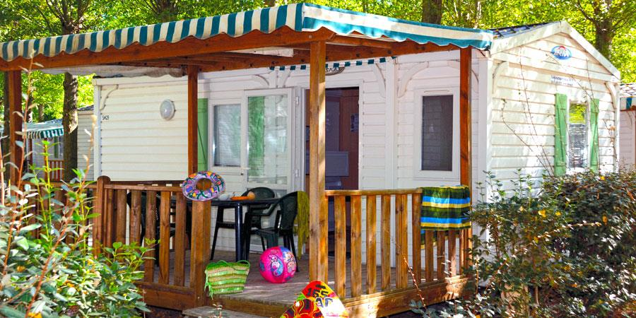 Huuraccommodaties - Premium 4-24 M² (2 Bedrooms) Covered Terrace, Tv, 4 Pers. - Camping Lac de Thoux St-Cricq