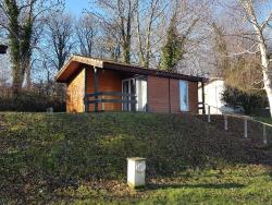 Location - Chalet (30M²) Avec Terrasse Couverte (5M²) , 2 Chambres - Camping le Grand Cerf