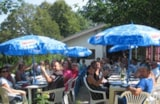 Pitch - Pitch Premium Package (electricity, refrigerator, barbecue, table and 4 chairs) - Camping le Grand Cerf