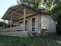 Location - Chalet (35M²) Avec Terrasse Couverte (18M²), 3 Chambres Animaux Interdits - Camping le Grand Cerf