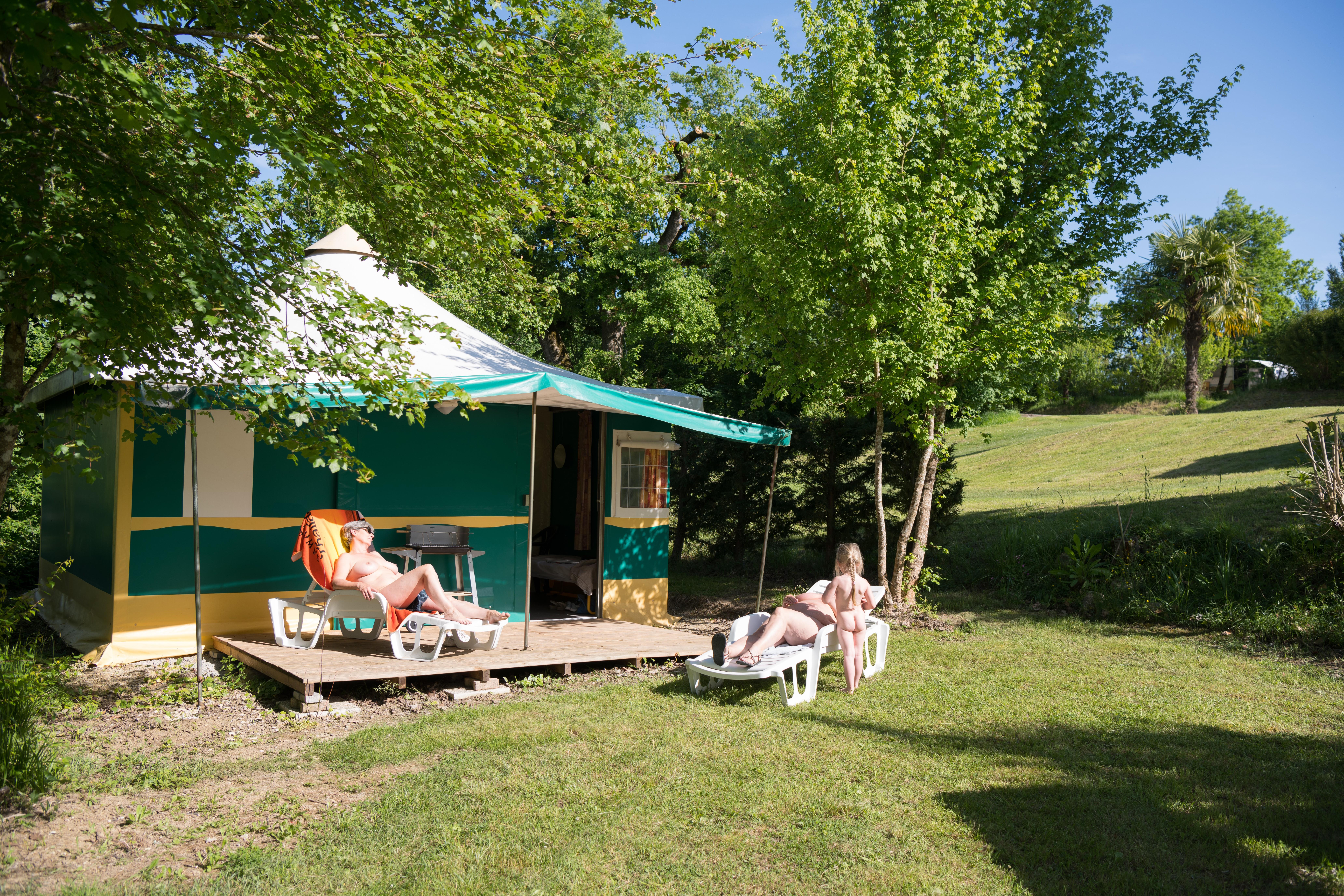 Accommodation - Tente Btm Kiwi - Camping Naturiste  DEVEZE