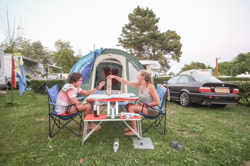 CONFORT Package (1 tent, caravan or motorhome / 1 car / electricity 6A)