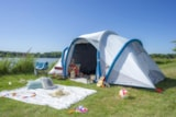 Pitch - VIP Package (1 tent, caravan or motorhome / 1 car / electricity 16A). Pitch large tent. Very large pitch with a view of lake - Flower Camping du Lac de La Chausselière