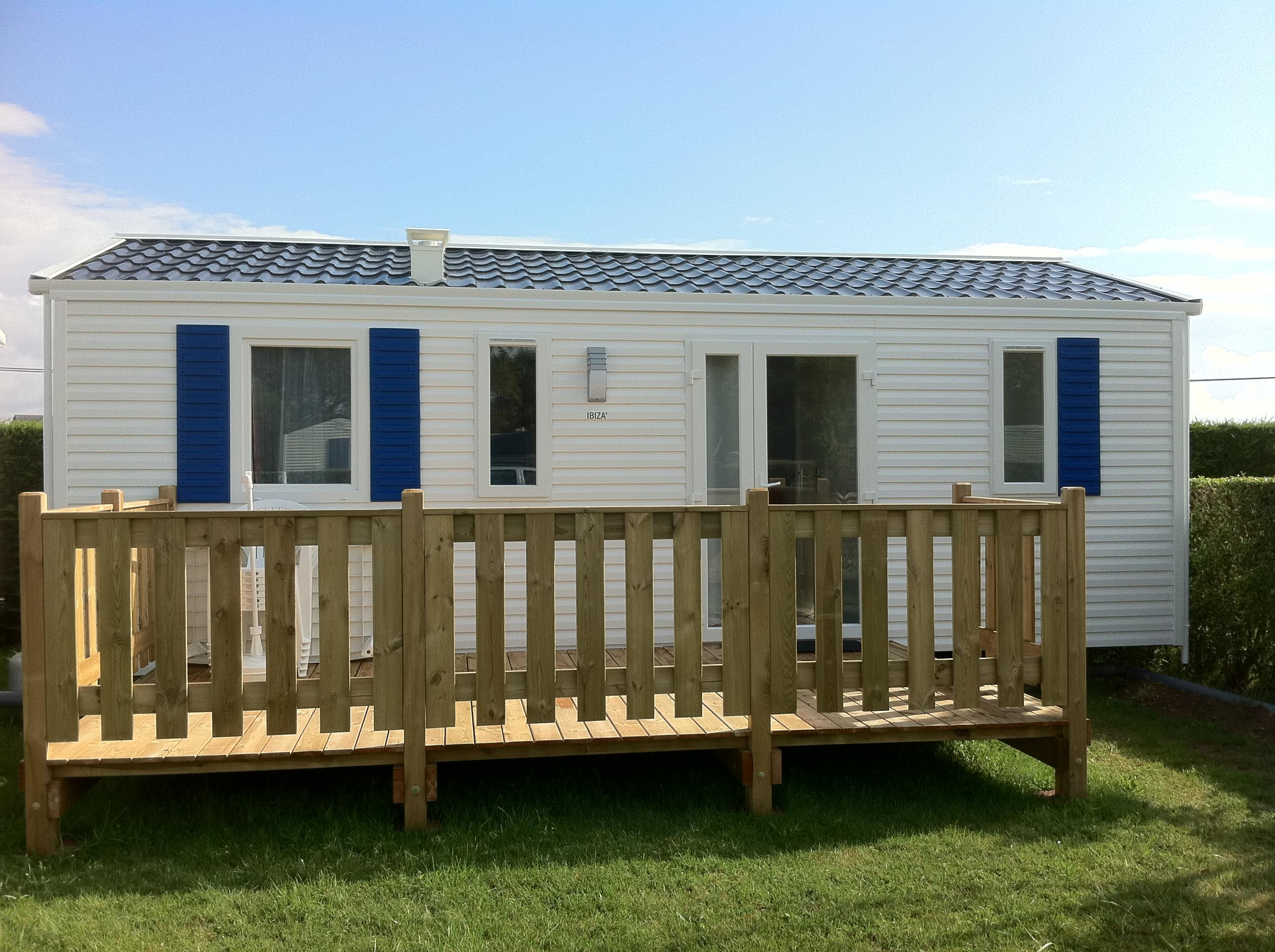 Mobile home new + wooden terrace - Category A