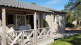 Rental - Chalet confort PREMIUM 35 m² (2 Bedrooms) + sheltered terrace - adapted to the people with reduced mobility - Domaine de Kervallon