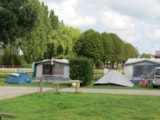 Pitch - Comfort Package (1 tent, caravan or motorhome / 1 car / electricity 6A) - Flower Camping Le Haut Dick