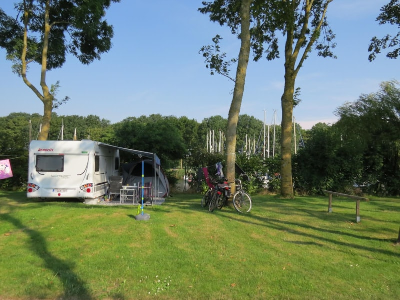 Comfort Canal Package (1 tent, caravan or motorhome / 1 car / electricity 10A)