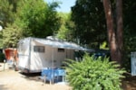 Pitch - Pitch T2 electricity + 1 camping-car or 1 caravan + 1 car (per week) or 1 tent +1 car - Camping Les Cigales