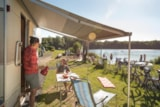 Pitch - Lake luxury pitch for camping-car + 1 car + electricity + fresh water and drainage point - Camping Park Weiherhof