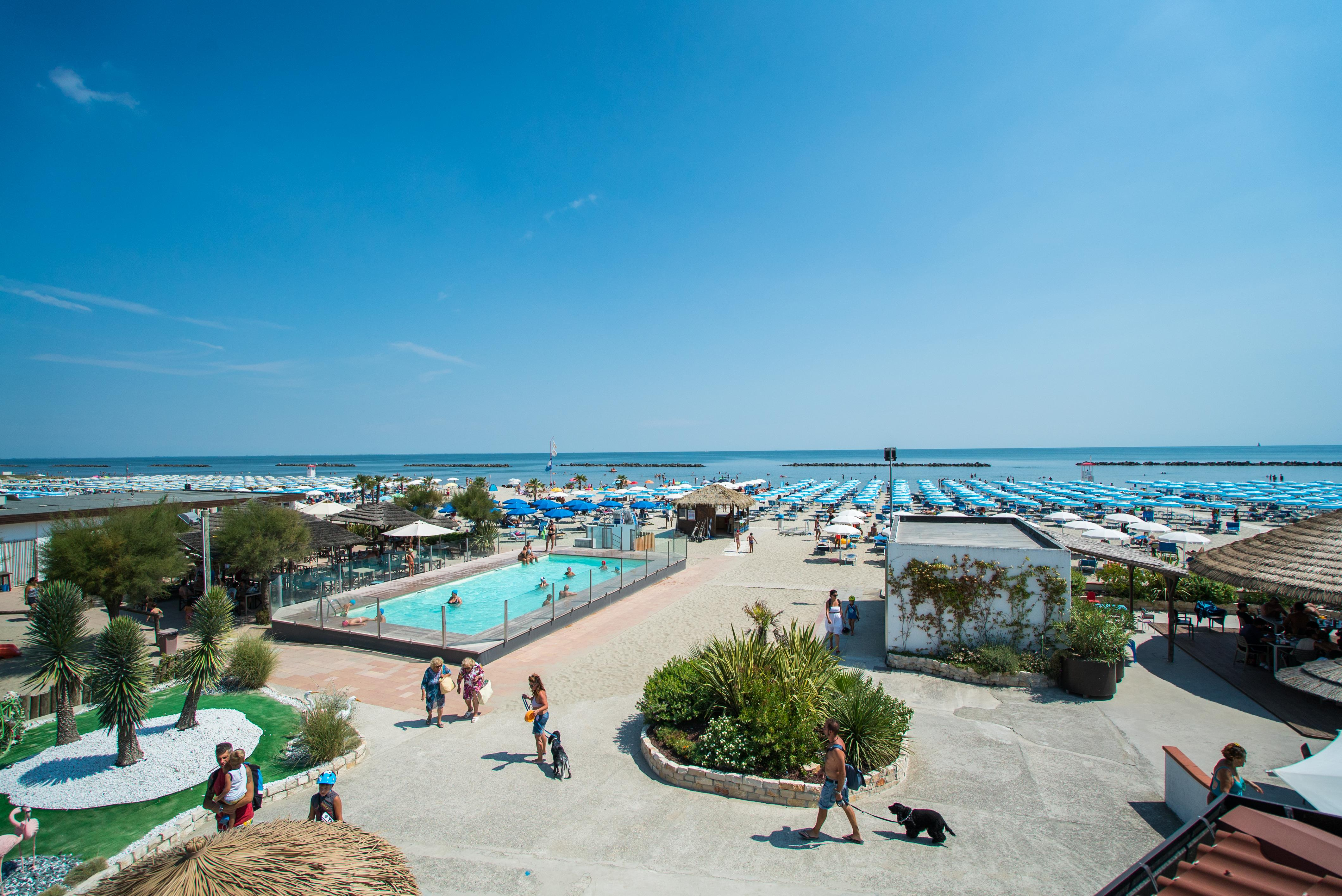 Plages Tahiti Camping & Thermae Bungalow Park - Lido delle Nazioni