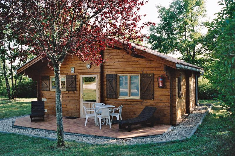 Location - Chalet Spacieux - Camping Fontaine du Roc