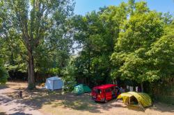 Pitch - Pitch Without Electricity Including 2 People, 1 Car + 1 Tent / Caravan Or 1 Camper - Camping de Bouthezard