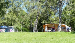 Pitch Nature 80m² with vehicle