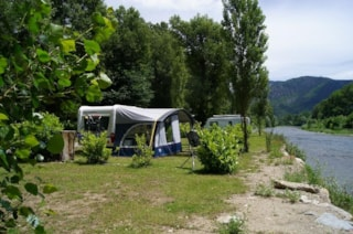 PACKAGE PITCH STANDARD BY THE BEACH / RIVER - Tent(s) / caravan + 1 car (or 1 motorhome), electricity 10 A