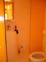 Rental - Funflower ECO 25 m² (2 bedrooms) with toilet block (5 to 10 years old) - Flower Camping du Lac de Bonnefon