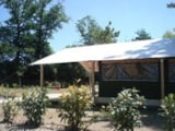 Rental - Freeflower 37m² COMFORT (2 bedrooms with sheltered terrace 13m²) - without private facilities (1 to 5 years old) - Flower Camping du Lac de Bonnefon