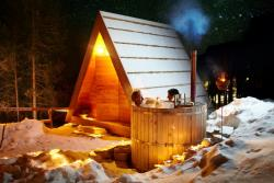 Glamping Hut + Hot Tub + Bathroom + Breakfast