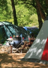 Pitch - Comfort Package (1 tent, caravan or motorhome / 1 car / electricity 10A) - Flower Camping PEYRELADE