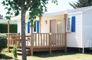 Mobile-Home Comfort Half-Covered Terrace