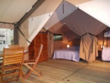 Rental - Victoria's Lodge 30m² - 2 bedrooms (without private facilities) - Camping LES CALQUIERES