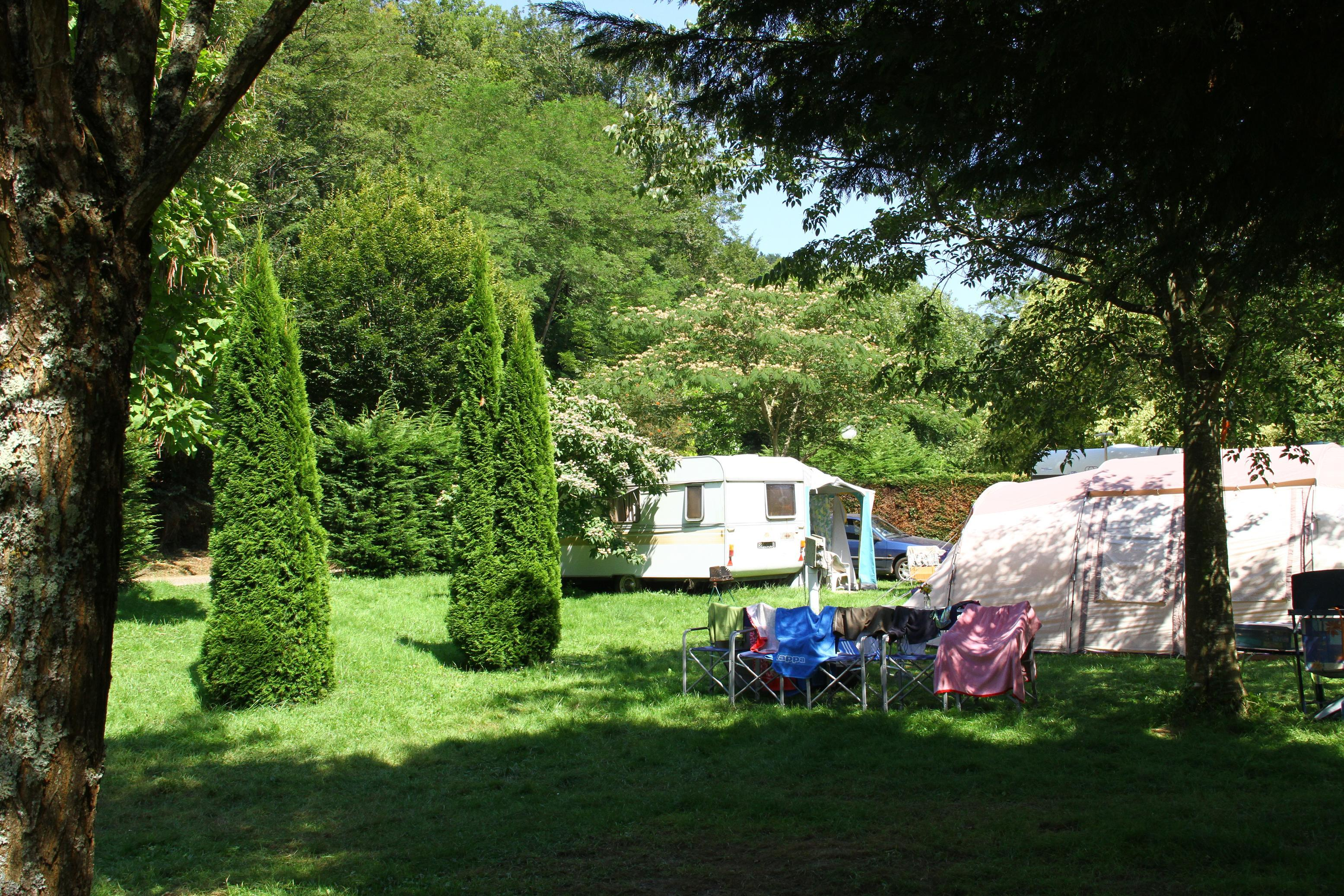 Comfort Package 100/120m² (1 tent, caravan or motorhome / 1 car / electricity 6A)
