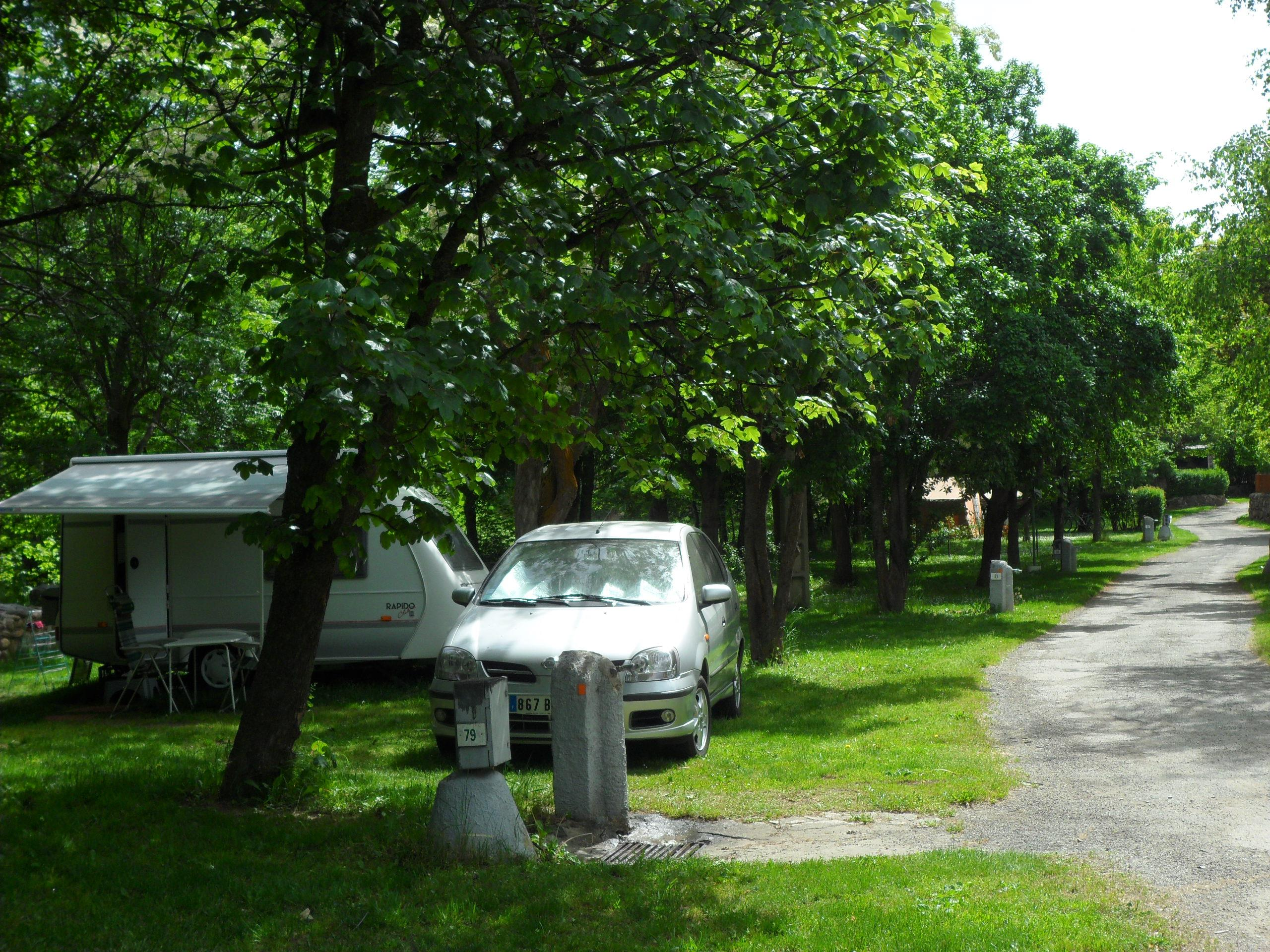 Emplacement - Forfait Standard : Emplacement + Voiture - Camping L'Enclave