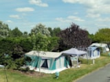 Pitch - Pitch with car (100 m²) + tent /caravan + 10A electricity + water and drainage point - Camping Les Amiaux