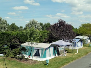 Pitch with car (100 m²) + tent /caravan + 10A electricity + water and drainage point