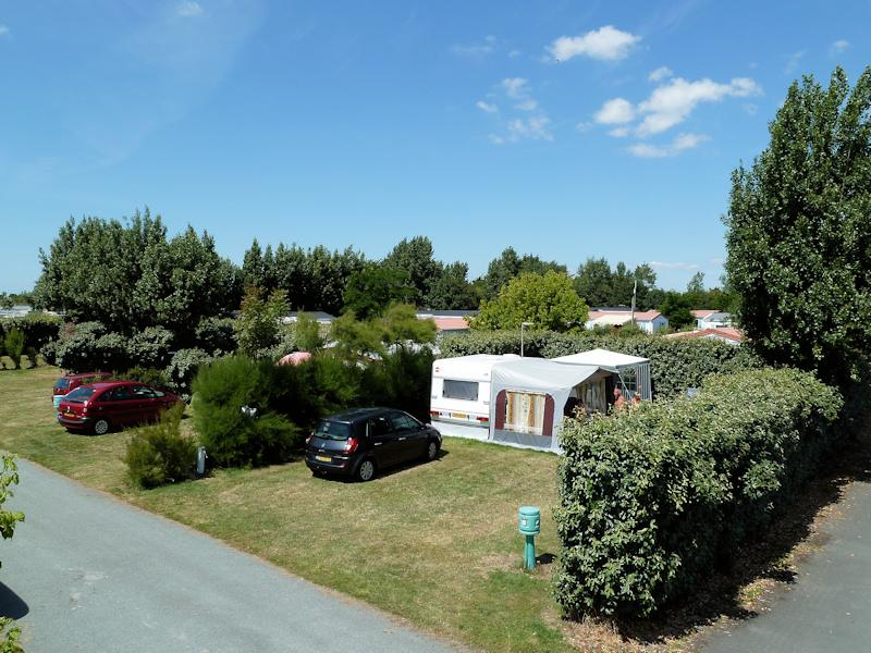 Large Pitch (160 m²) with car + tent /caravan + 10A electricity + water and drainage point