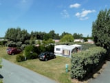 Pitch - Large Pitch (160 m²) with car + tent /caravan + 10A electricity + water and drainage point - Camping Les Amiaux
