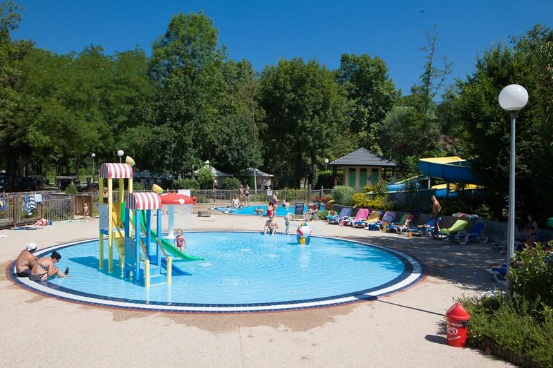 Mare, piscina AIROTEL Camping Les Trois Lacs - Belmont Tramonet