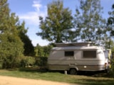 Pitch - Package: Pitch + 1 vehicle + electricity - Camping du Chêne Vert