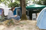 Pitch - Package: Pitch + 1 person + 1 vehicle - Camping du Chêne Vert