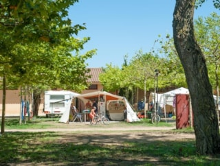 Pitch Master L (100m²): car + tent/caravan or camping-car + electricity 10A + water point
