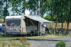 Pitch - Package Confort / Car / Tent / Caravan Or Camping-Car / Electricity 16A - Flower Camping Cabestan