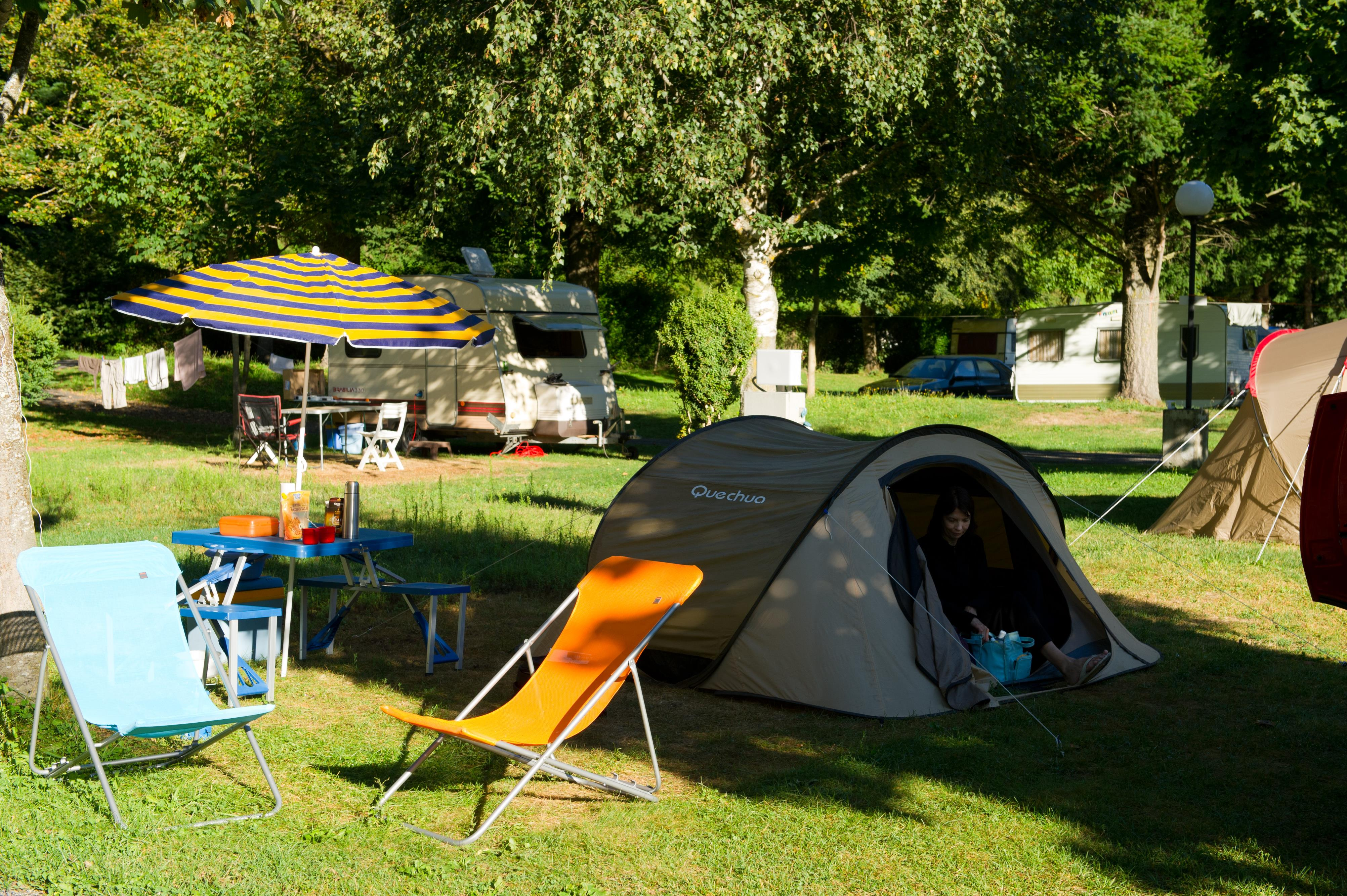 Package 1 - NATURE : Pitch + car + tent or caravan