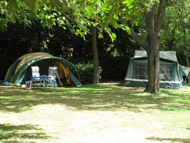Emplacement - Forfait Duo: Emplacement + 1 Voiture - Camping Le Mouretou
