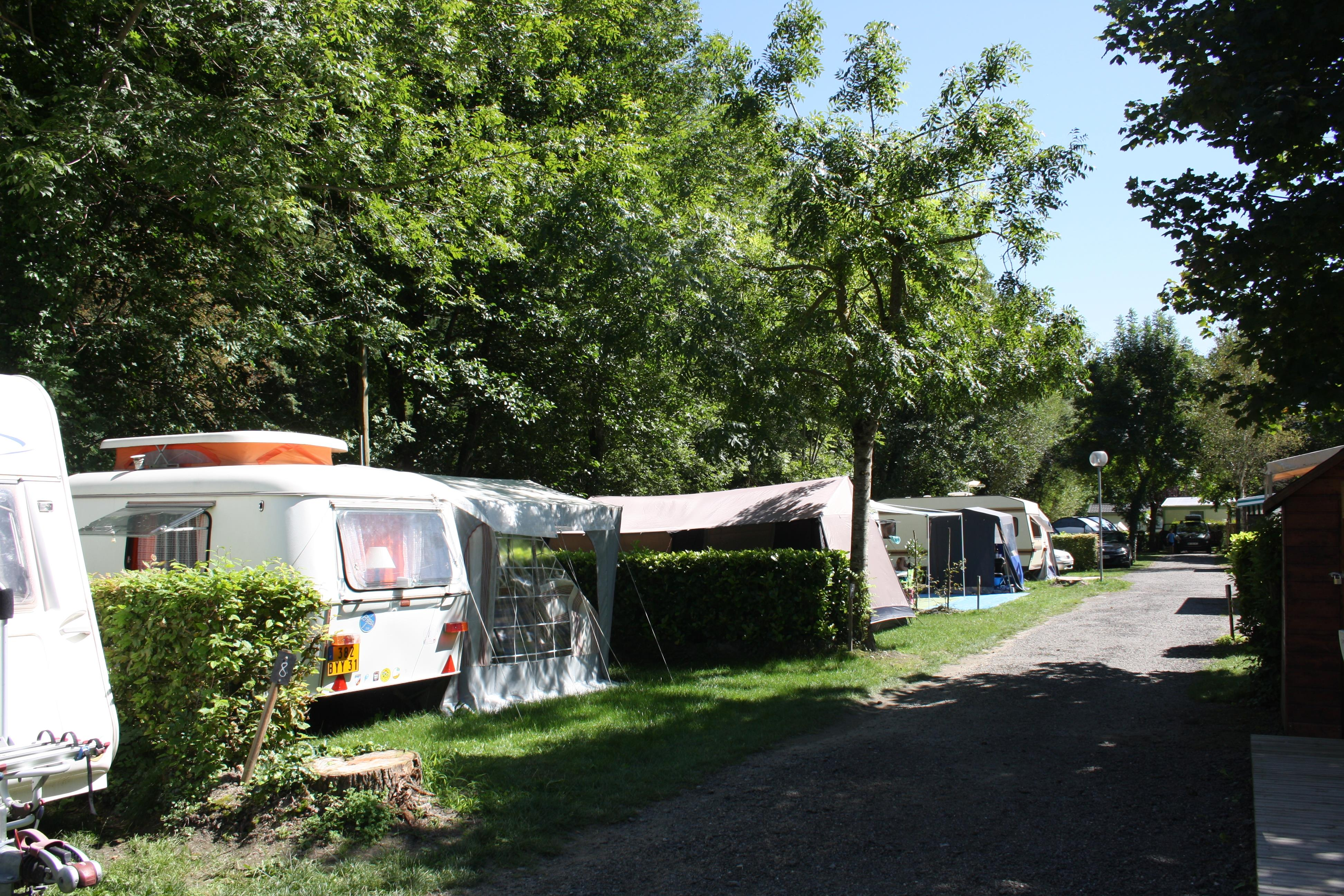 midi pyrnes 31110 bagneres de luchon 39 emplacements 36 locations camping le pyreneen