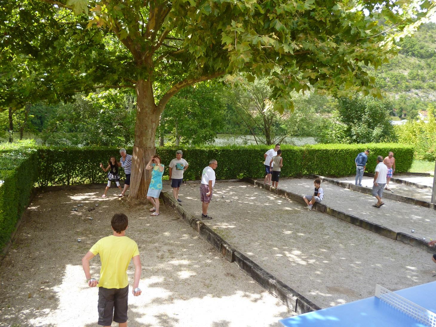 Camping riviere de cabessut camping qualit for Camping cahors piscine