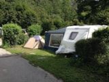 Pitch - Luxury Package (1 tent, 1 caravan or 1 camper / 1 car / electricity 16A) + water connection and dark water disposal - Camping Qualité l'Eden de la Vanoise