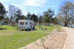 Pitch - Pitch Big tent, caravan, camping-car,Tourist taxes, garbage, parking of one vehicle outside the campingsite included - Camping Yverdon Plage