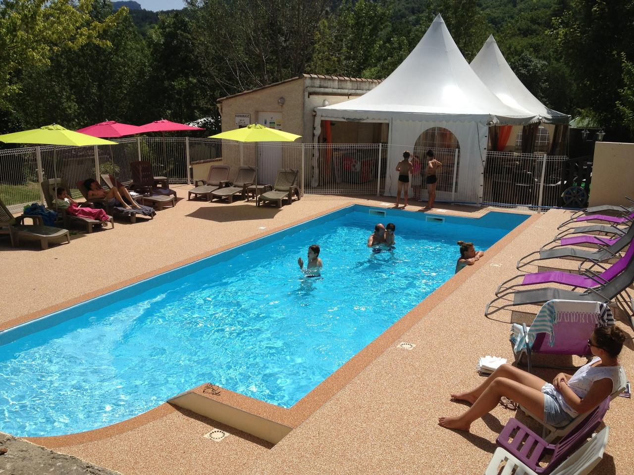 Camping lac du der avec piscine camping vacaf provence for Piscine du lac